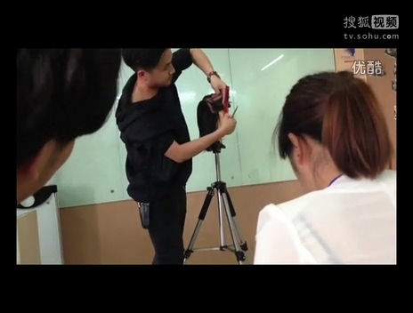 美容舞蹈视频 美女长发剪平头视频45