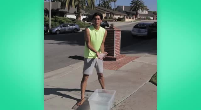 特效帅哥也要玩冰桶挑战!